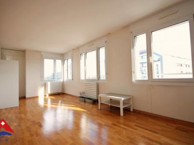 Superbe appartement 1.5 p / 1 grande pièce lumineuse / Cuisine / SDB image 1