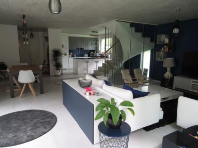 Belle villa récente normes HPE avec jardin au calme a Chêne-Bourg  image 1