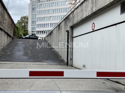 Box à louer Rue Rothschild à Genève image 1
