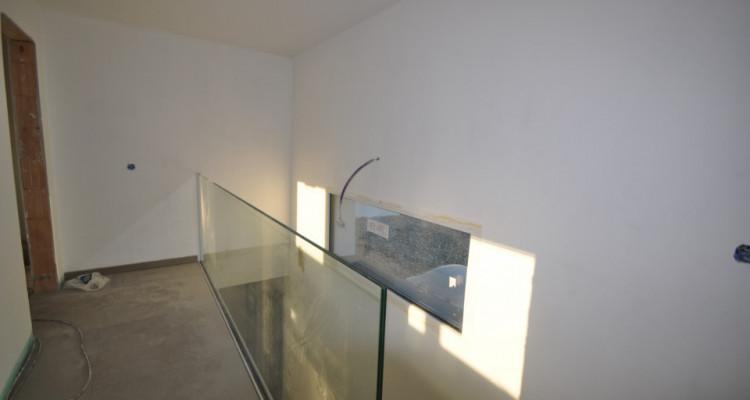 Villa mitoyenne contemporaine de 5 pièces à deux pas du lac image 5