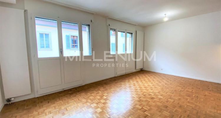 Très bel appartement rénové de 5P à Genève image 1