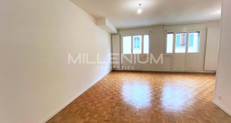 Très bel appartement rénové de 5P à Genève image 3