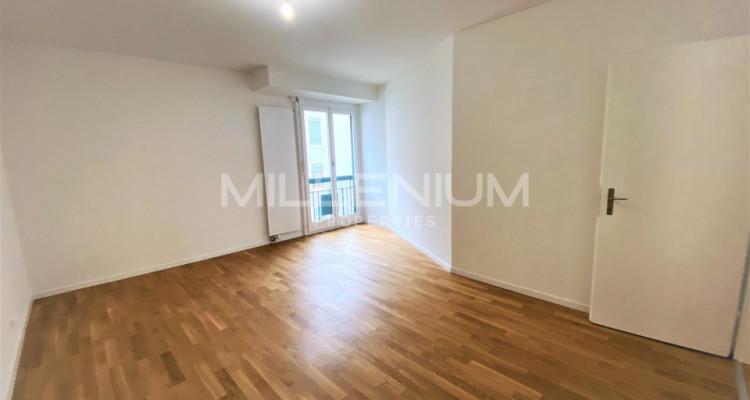 Très bel appartement rénové de 5P à Genève image 4