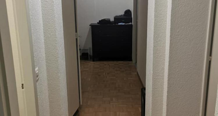 Urgent ! Bel appartement 3 pièces rénové à 1750 CHF image 5