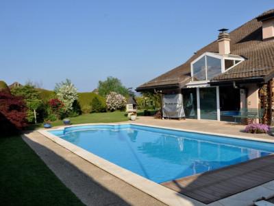 Magnifique villa mitoyenne avec piscine et très beau jardin privatif image 1