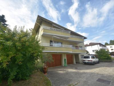 Maison familiale de 2 appartements avec garages et places de parc  image 1