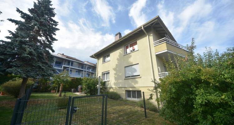 Maison familiale de 2 appartements avec garages et places de parc  image 2