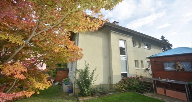Maison familiale de 2 appartements avec garages et places de parc  image 3
