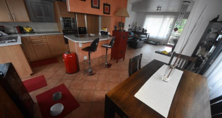 Maison familiale de 2 appartements avec garages et places de parc  image 9