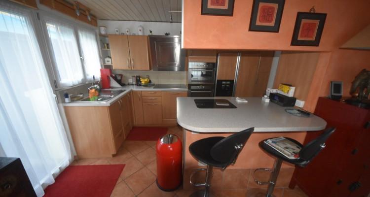 Maison familiale de 2 appartements avec garages et places de parc  image 10