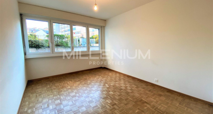 Bel appartement entièrement rénové 5P au centre de Genève image 2