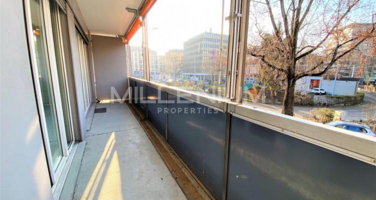 Bel appartement entièrement rénové 5P au centre de Genève image 8