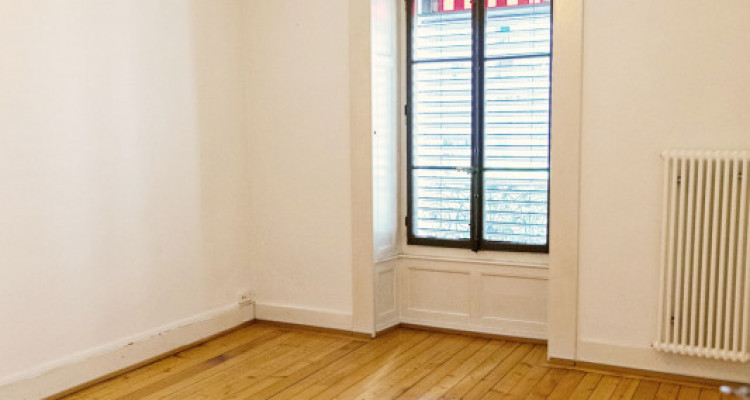 Bel appartement 2 pièces / SDB / Proche commerces  image 1