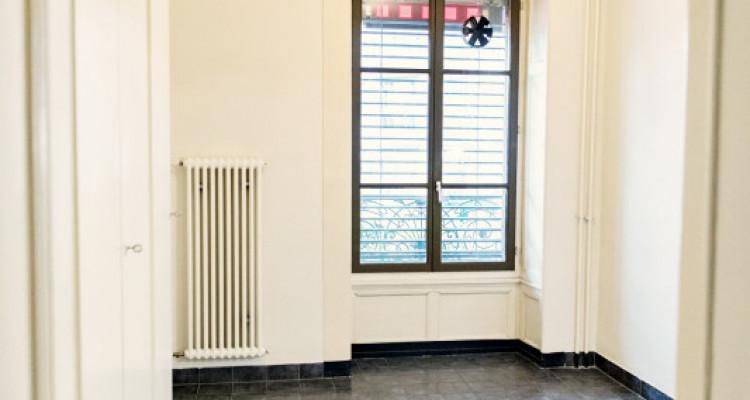 Bel appartement 2 pièces / SDB / Proche commerces  image 9