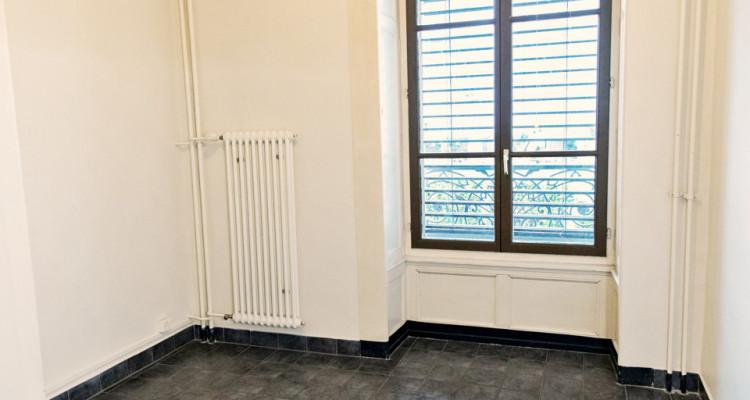 Bel appartement 2 pièces / SDB / Proche commerces  image 10