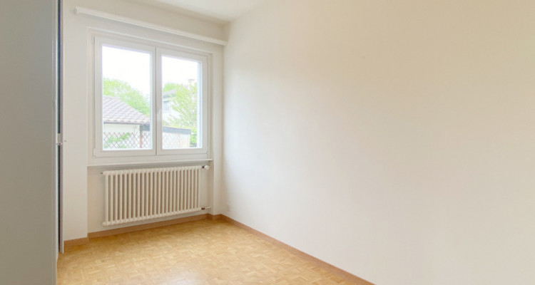 Appartement rénové dans une villa avec jardin image 4