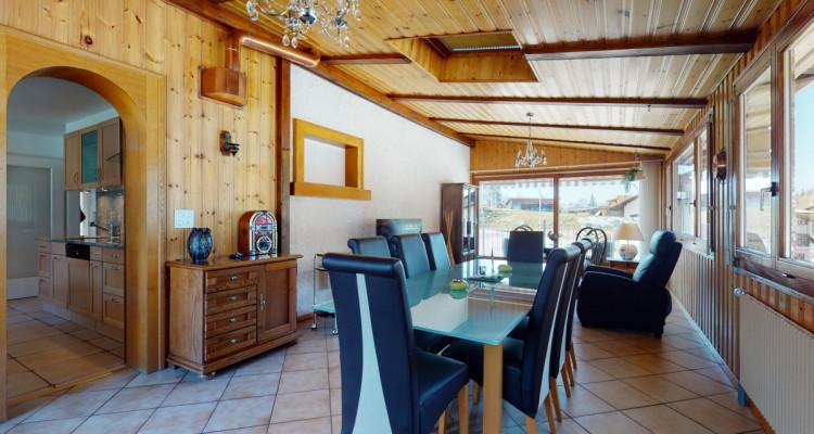 Jolie villa avec grand couvert au bord dun ruisseau à La Roche image 5