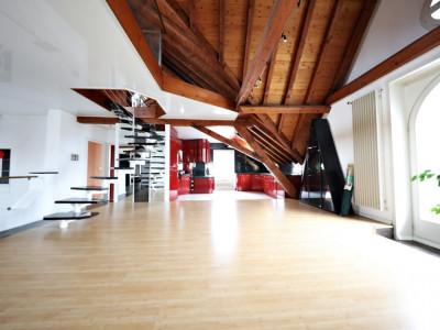 Magnifique 5,5p Duplex meublé // Photo des meubles à venir image 1