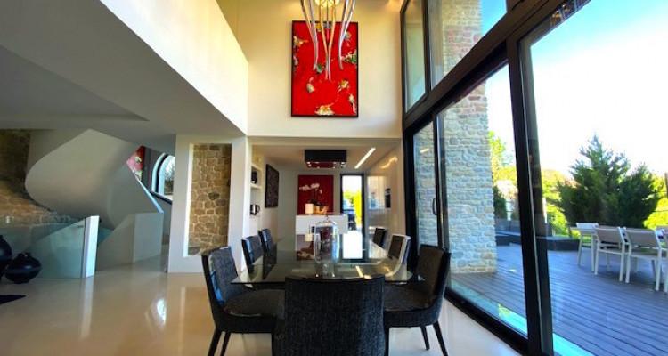 Fabuleuse propriété entièrement rénovée de 5 chambres  image 2