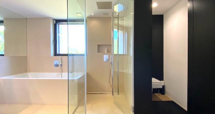 Fabuleuse propriété entièrement rénovée de 5 chambres  image 9