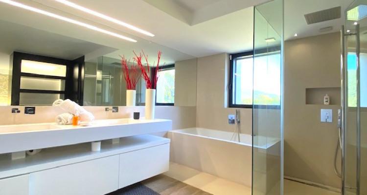 Fabuleuse propriété entièrement rénovée de 5 chambres  image 10