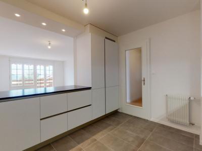 Appartement traversant de 3.5 pces à l?état neuf avec balcon et vue ! image 1