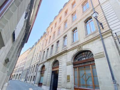 Appartement terrasse en Vieille-Ville image 1