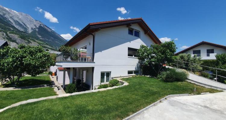 Remarquable maison individuelle avec trois studios indépendants image 1