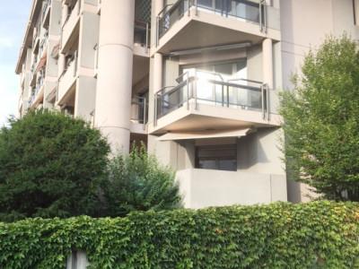 2 pièces meublés avec terrasse et piscine. image 1