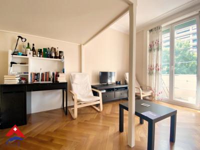 Magnifique studio meublé / balcon  image 1