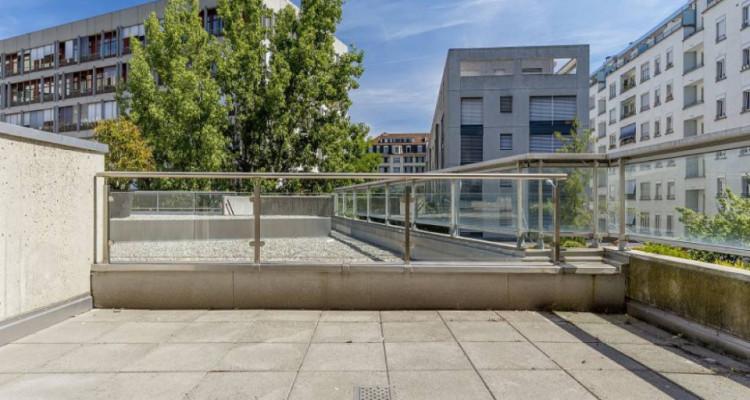 Studio meublé avec terrasse à deux pas des HUG image 7