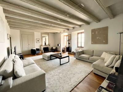 Élégant appartement de 9 pièces dans bâtiment historique image 1