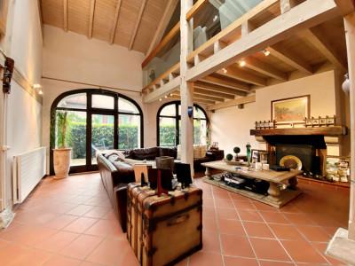 Magnifique maison mitoyenne de 250 m2 avec de très beaux volumes image 1
