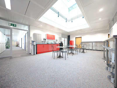 Sous-location bureaux / locaux à aménager plein centre de Lausanne image 1