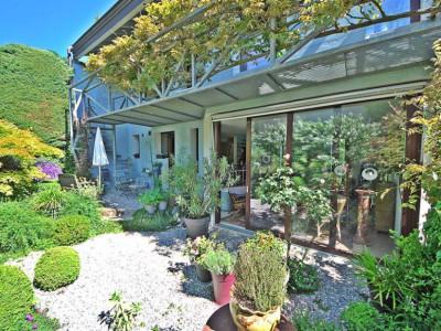 Villa dartiste sans pareil avec jardin ombragé image 1