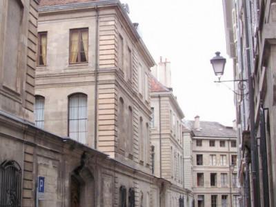 Appartement avec terrasse en vieille ville. image 1