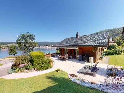 Joli chalet avec vue exceptionnelle sur le lac ! image 1