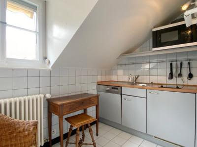 Appartement 2,5 pièces au dernier étage. image 1
