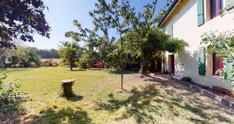 Villa individuelle sur 3 niveaux, grand jardin, sauna en annexe. image 2