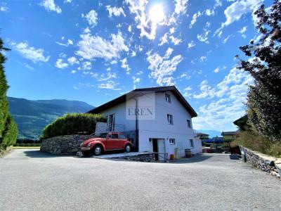 Villa récente et moderne de 4 logements avec vaste appartement familial 5,5p de 200m2 et 3 studios/2p loués image 1