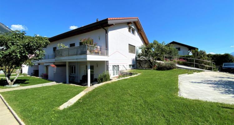 Villa récente et moderne de 4 logements avec vaste appartement familial 5,5p de 200m2 et 3 studios/2p loués image 2