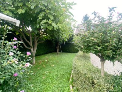 Appartement 4 pièces dans une villa avec terrasse et jardin image 1