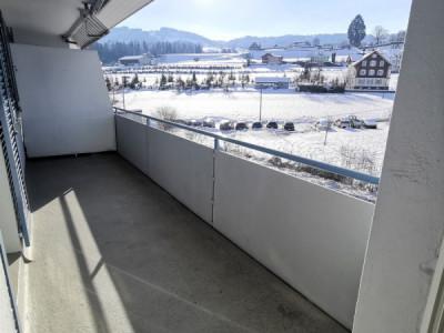 Helle 4-Zimmerwohnung mit Balkon an zentraler Lage image 1