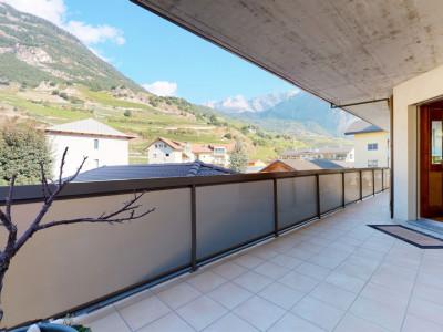 Beau 4.5 pièces avec grand balcon proche des commodités à Saillon image 1
