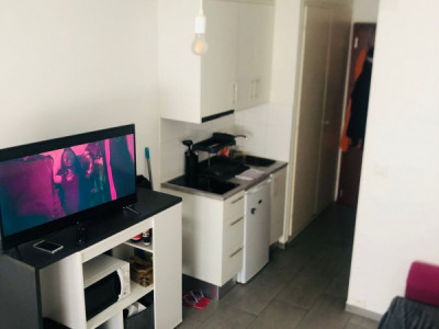 Studio rénové au centre-ville image 1