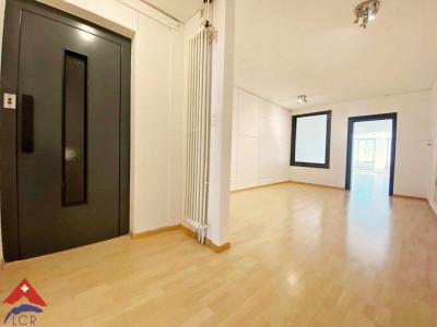 Superbe appartement 3.5 pièces / 2 chambres / SDB / Centre-ville image 1