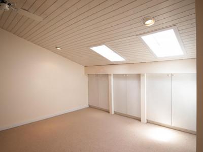 Joli attique de 4 pièces en cours de rénovation au centre de Puplinge image 1