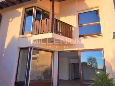 Villa mitoyenne 7P à Bogis-Bossey image 1