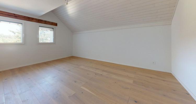 Spacieux 4.5 pièces de 140 m2 avec jardin et deux places de parcs image 4
