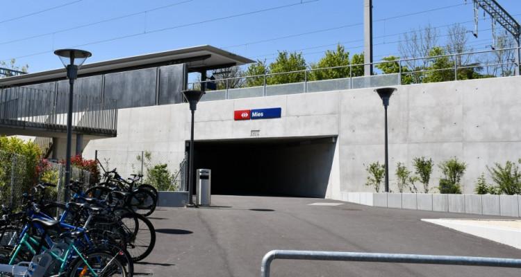 Place de parc en face de la nouvelle gare de Mies image 1